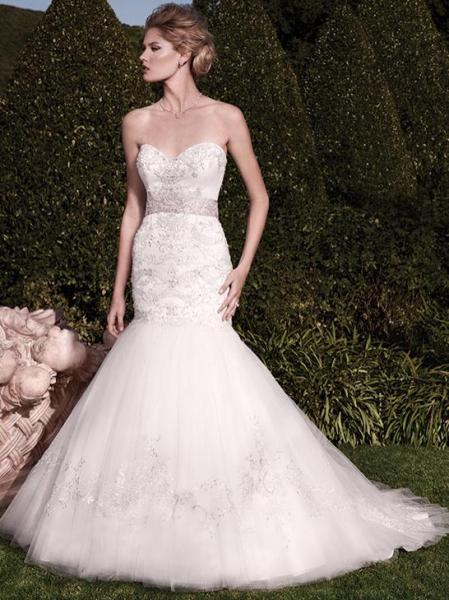 [Image: This sleeveless white wedding gown is even more beautiful in person! ]